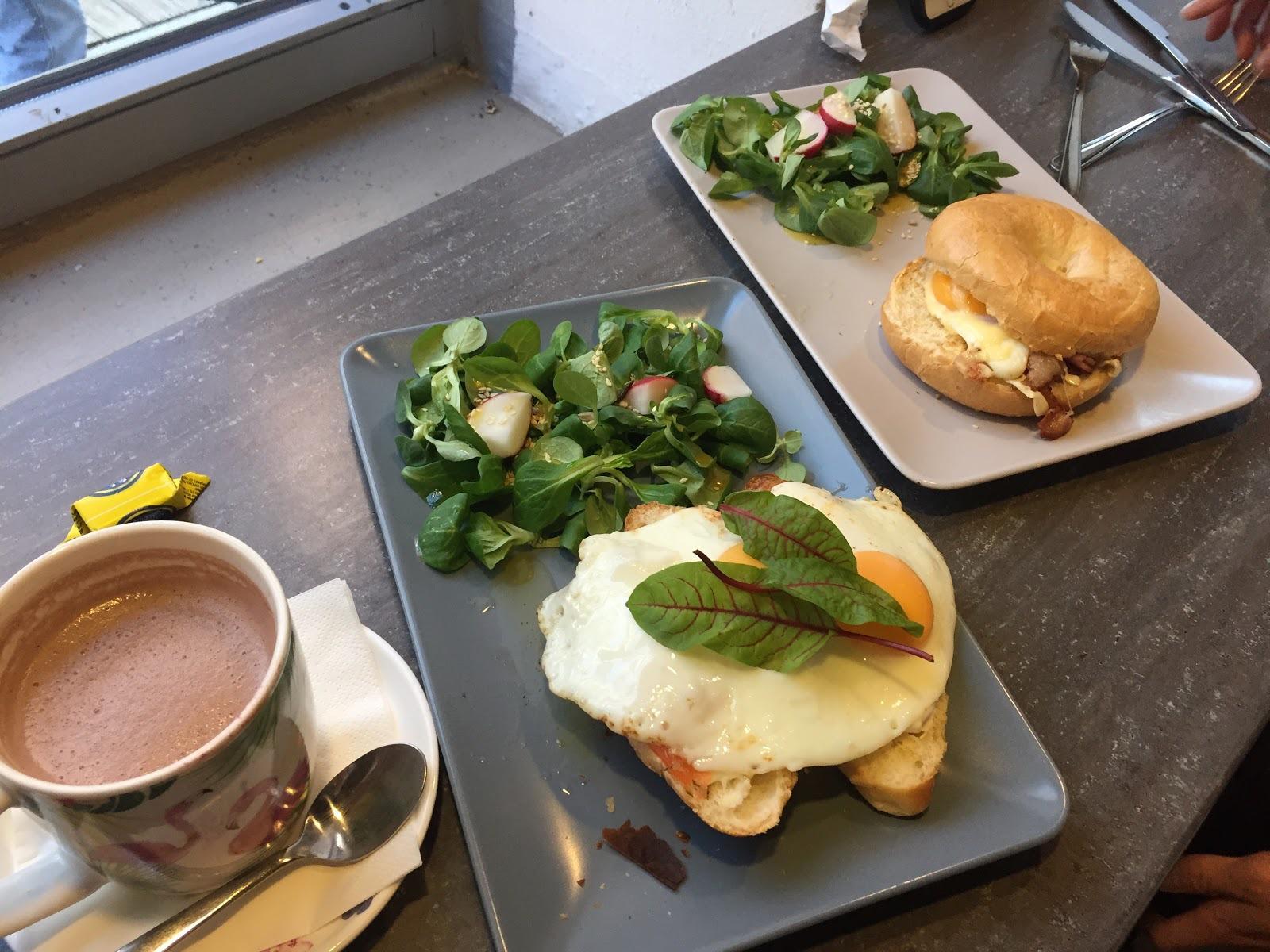 フェスティバル御用達のカフェの朝食