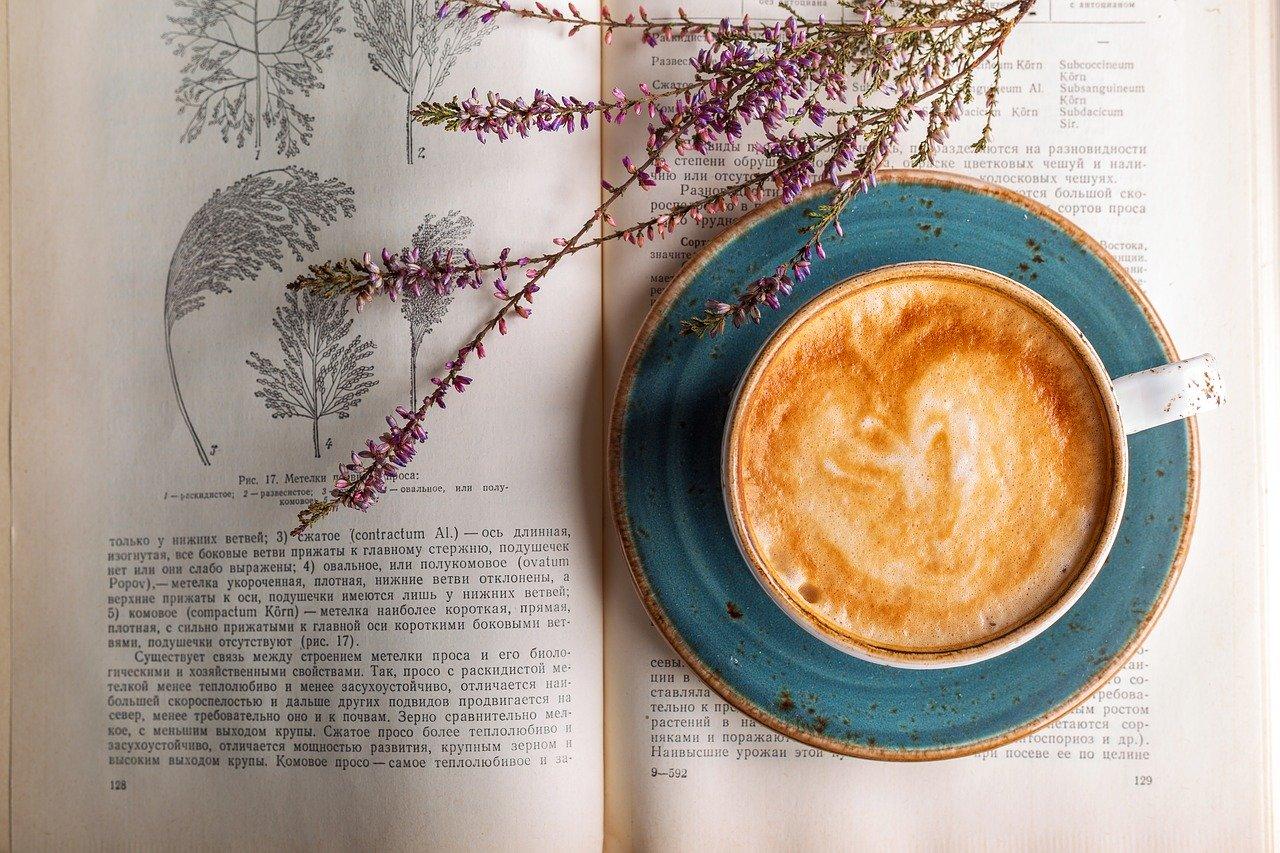 コーヒーとドライフラワー