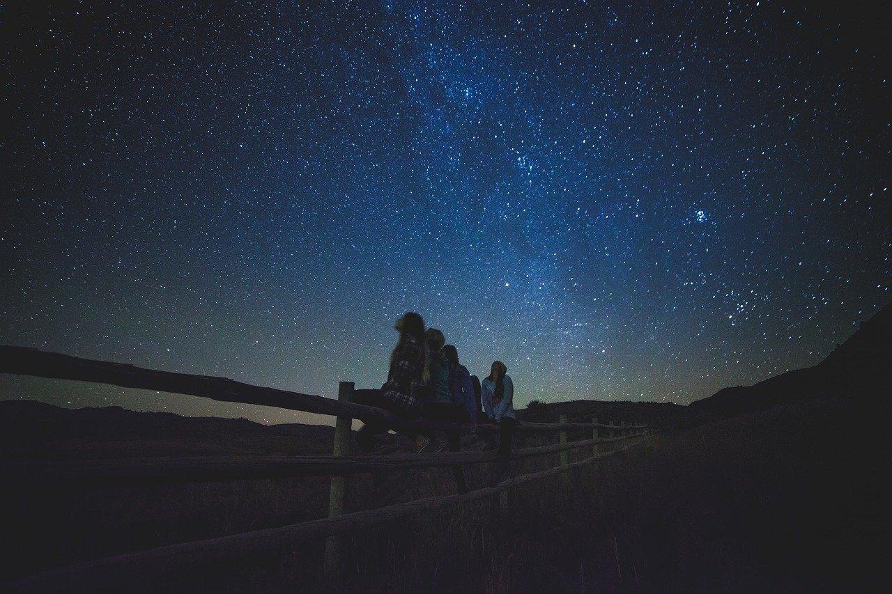 星占い5月 星空