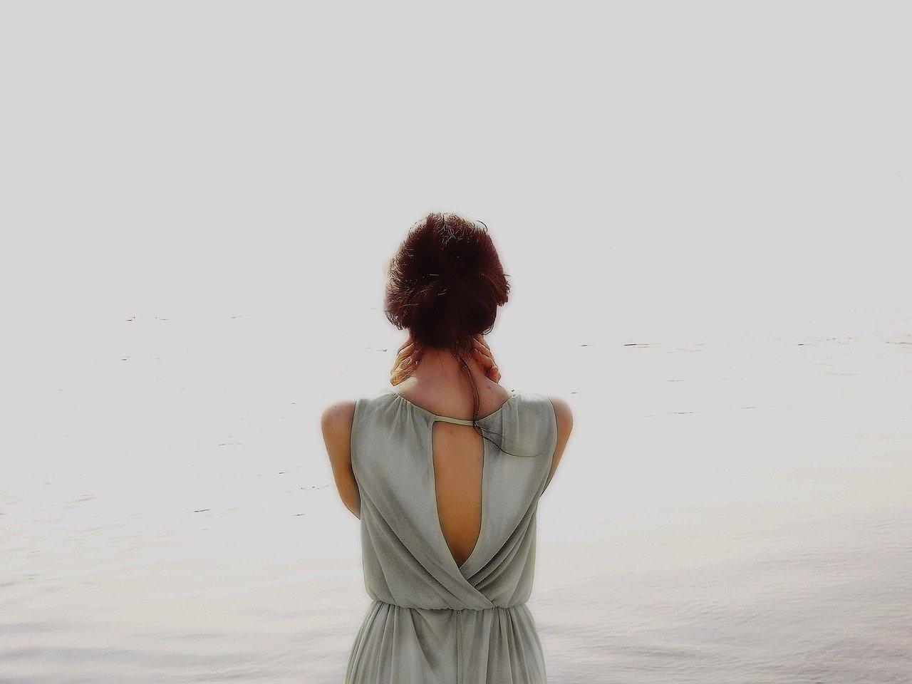 女の子 海辺