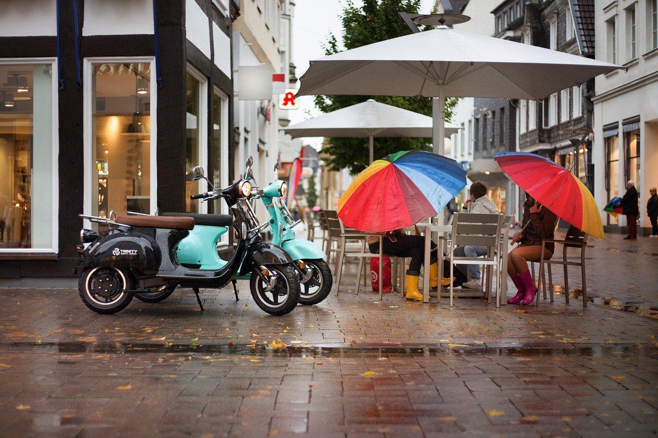 パラソルとバイク